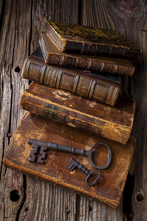 ключи и книги