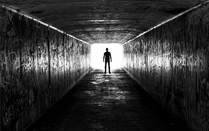 человек в туннеле