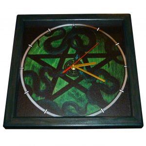 часы из дерева геката